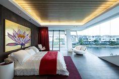 Villa Mistral von Mercurio Design Lab auf der Insel Sentosa in Singapur Modern Bedroom Furniture Sets, Modern Bedroom Decor, Contemporary Home Decor, Modern Art, Design Lab, Home Upgrades, Decor Interior Design, Interior Design Living Room, Studio Interior