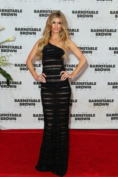 Marisa Miller in a one-shouldered sheer striped maxi dress. Marisa Miller Hot, Lead Lady, Kendall Jenner Outfits, Victoria Dress, Tokyo Fashion, Striped Maxi Dresses, Beautiful Gorgeous, Red Carpet Dresses, Classic Beauty