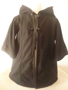 Pixie fleece jasje vest puntmuts zwart fleece door AvalondesignsNL www.etsy.com/shop/AvalondesignsNL