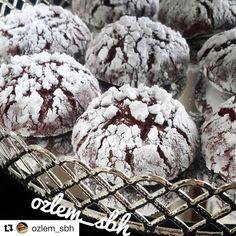 @ozlem_sbh ・・・ Iyiaksamlar 😊Çatlak kurabiye denedinizmi bence cok pratik bir kurabiye tek sorunu beklemek😄kurabiye malzemelerini karistirip…