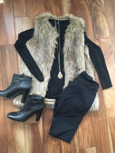 Black look with Faux fur sleeveless vest Outfits 2019 Outfits casual Outfits for moms Outfits for school Outfits for teen girls Outfits for work Outfits with hats Outfits women Fur Vest Outfits, Casual Outfits, Black Vest Outfit, Vest Outfits For Women, Leather Leggings Outfit, Fashionable Outfits, Casual Dresses, Looks Chic, Looks Style
