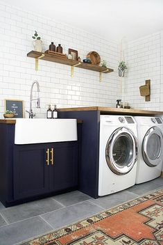 Do you want to create the best nice modern farmhouse laundry room ideas in your home? Charming and stylish laundry is indeed a choice and dreams for everyone. Then, how to create a good farmhouse laundry room design? Modern Laundry Rooms, Laundry Room Layouts, Laundry Room Remodel, Laundry Room Cabinets, Farmhouse Laundry Room, Laundry Room Organization, Laundry Room Design, Shop Organization, Kitchen Remodel