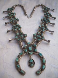Rare Old NAVAJO Sterling/Coin Silver & Turquoise Cluster SQUASH BLOSSOM Necklace(Etsy のTurquoiseKachinaより) https://www.etsy.com/jp/listing/154393022/rare-old-navajo-sterlingcoin-silver