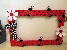 Photobooth for Ladybug theme birthday party Ladybug 1st Birthdays, First Birthdays, Baby 1st Birthday, 4th Birthday Parties, Frozen Birthday, Birthday Ideas, Miraculous Ladybug Party, Ladybug Crafts, Photo Booth Frame
