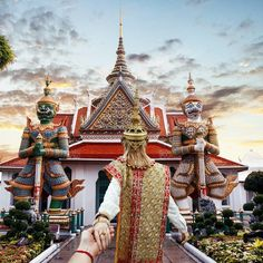 "4,093 gilla-markeringar, 23 kommentarer - MURAD OSMANN (@muradosmann) på Instagram: ""#followmeto Wat Arun - Temple of Dawn, Bangkok with @natalyosmann! Who has been to Bangkok? Share…"""