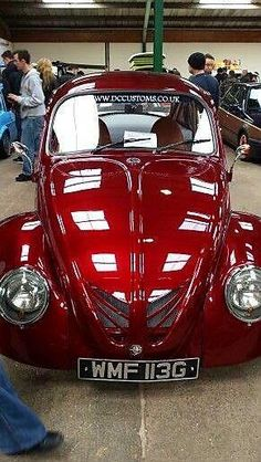 That red. and those cuts in the trunk lid. Gahh I love this beetle Ferdinand Porsche, Vw Bugs, Auto Volkswagen, Vw Classic, Buggy, Vw Camper, Vw Beetles, Custom Cars, Cars And Motorcycles