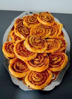 Ingredients: 1 roll of puff pastry 120 g chor . Ingredients: 1 roll of puff pastry 120 g of chorizo g of mozzarella - Tapas, Meat Appetizers, Appetizers For Party, Brunch, Puff Pastry Recipes, Puff Pastries, Food Tags, Pesto Recipe, Vegetable Drinks