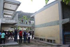 ¡OTRA FATAL TRAGEDIA! Niña de 11 años murió tras desprendimiento de techo en escuela de Guanta - http://wp.me/p7GFvM-cQL