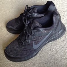 Black Nike Women's Dual Fusion shoes 7.5 Worn a couple of times, in great condition. US size 7.5 Nike Shoes Athletic Shoes