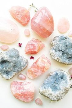 Celestite and Rose Quartz: Promote Self-Love Crystal Magic, Crystal Healing Stones, Crystals And Gemstones, Stones And Crystals, Chakra Crystals, Black Crystals, Crystal Aesthetic, Crystal Decor, Crystal Jewelry
