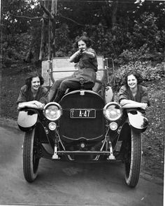 ∴ Trios ∴ the three graces, sisters, & groups of 3 in art and vintage photos - 1920s gals with their car