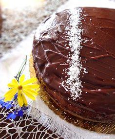 Torta cacao cocco yogurt, con crema al latte, cocco e cioccolato