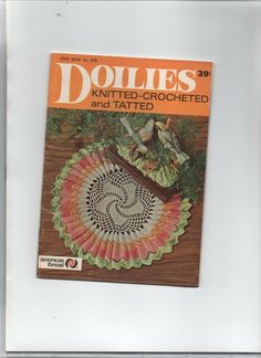 19 page booklet featuring crochet patterns for Irish Crochet, luncheon sets, mats, doilies all in floral designs. Flowers In Crochet. Tatting Patterns, Crochet Patterns, Crochet Table Mat, Dressing Table Set, Exhibition Display, Vintage Table, Booklet, Crocheting, Ebay