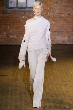 Hellessy Fall 2017 Ready-to-Wear Collection Photos - Vogue (Dorian Off-The-Shoulder Pullover)
