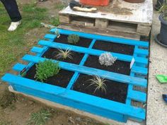 depending upon your space style and needs i have rounded up some diy garden bed ideas that are sure to help inspire the design that is best for you - Garden Ideas Using Wooden Pallets