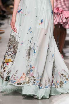 Rahul Mishra at Paris Fashion Week Spring 2017 - Details Runway Photos Kurti Designs Party Wear, Kurta Designs, Saree Blouse Neck Designs, Blouse Designs, Ethnic Fashion, Indian Fashion, Indian Dresses, Indian Outfits, Embroidery Fashion
