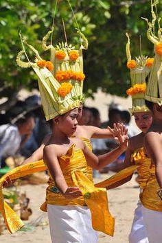 Petites Danseuses Balinaises  Nusa Dua Indonesie