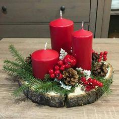 18 Arreglos navideños estilo rústico - Dale Detalles Christmas Door, Christmas Greetings, Christmas Crafts, Magical Christmas, Christmas Candle Decorations, Christmas Candles, Warm Home Decor, Diy Home Decor, Christmas Wreaths