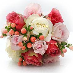 Rose and hypericum bouquet #secretblossom #flowersmelbourne #melbourne #melbourneflowers #melbournestyle #melbournelife #melbourneshopping #melbourneflorist #melbournebride #melbournewedding #melbournenow #melbournecity #melbournegirl #cityofmelbourne #bridalbouquet #weddingflowers