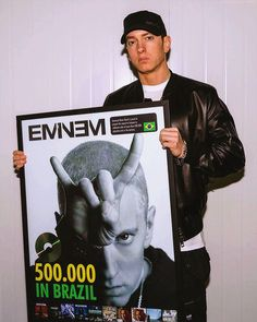 """January, 2016 ★ iTunes listed 12 Greatest Artists Of All Time. Eminem in the only rapper on the list. ★ Obie Trice talked about Eminem: """"Eminem's my brother, man…Anything … Marshall Eminem, Eminem Wallpapers, Rapper, Eminem Photos, Eminem Rap, Rock Band Posters, The Real Slim Shady, Eminem Slim Shady, Rap God"""