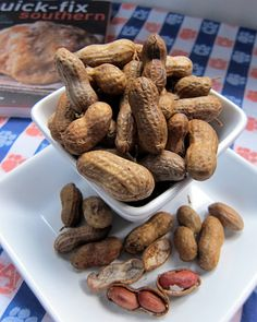 Slow Cooker Boiled Peanuts - raw peanuts, water and salt - put in the slow cooker and let simmer overnight. Add seasonings to water - great with crab boil seasoning, jalapeños and cajun seasoning! Perfect for summer BBQs and football tailgating! Slow Cooker Recipes, Crockpot Recipes, Cooking Recipes, Crockpot Boiled Peanuts, Appetizer Recipes, Snack Recipes, Appetizers, Tailgating Recipes, Picnic Recipes