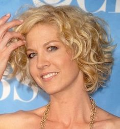 Hairstyle for round face: curly hair bob