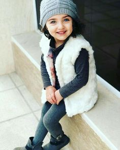 Image may contain: 1 person Cute Kids Pics, Cute Baby Girl Pictures, Girly Pictures, World's Cutest Baby, Cute Baby Girl Wallpaper, Summer Wallpaper, Cute Little Baby Girl, Baby Girls, Cute Babies Photography