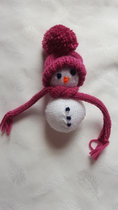 Knitted Christmas Snowman by KNITANDPROMISECRAFTS on Etsy #etsyuksellers #handmade #Christmas #treedecoration #snowman #knitting