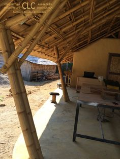 Panyaden School Workshop represents modern and functional earth and bamboo architecture. Highly functional space using bamboo and earth. Natural Architecture, Bamboo Architecture, Amazing Architecture, Architecture Design, Bamboo Roof, Bamboo House Design, Bamboo Building, Brick Art, Bamboo Structure