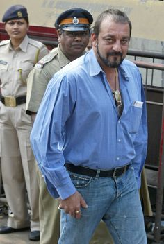 BREAKING NEWS: Sanjay Dutt withdraws plea to surrender at Yerwada jail. The actor will surrender at a TADA court tomorrow http://ndtv.in/11DAVis