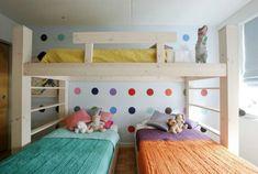 Удачный пример размещения кроватей для троих детей.