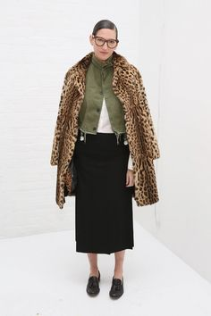 Jenna Lyons Photos Photos - Designer Jenna Lyons attends the Mara Hoffman collection during, New York Fashion Week: The Shows at Shop Studios on February 2017 in New York City. - Mara Hoffman - Front Row - February 2017 - New York Fashion Week: The Shows New York Fashion Week 2017, Capsule Wardrobe, Jenna Lyons, New York Street Style, J Crew Style, Inspiration Mode, Mode Style, Passion For Fashion, Personal Style