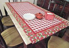 Toalha de mesa xadrezão vermelha renaux 100% algodão. Acabamento em tricoline morangos.