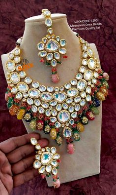 Jewelry Design Earrings, Gold Jewellery Design, Necklace Designs, Diamond Jewellery, Indian Bridal Jewelry Sets, Indian Jewelry, Bridal Jewellery, Wedding Jewelry, Hand Jewelry