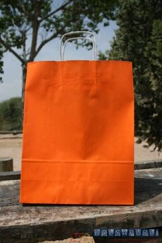 bolsas de papel naranjas