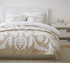Staying true to the traditional Hawaiian quilts that inspired it, our Ohana bedding plays up intricate, large-scale motifs. Bed Comforter Sets, Comforters, Cotton Duvet, Cotton Quilts, Pottery Barn Quilts, Boudoir, Hawaiian Quilts, Velvet Quilt, Soothing Colors