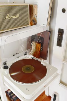 A Compact Bookcase for a Tree House Turntable - Yellow Brick Home Retro Record Player, Music Corner, Recording Studio Design, Apartment Makeover, Record Storage, Room Accessories, Turntable, Room Inspiration, Decoration