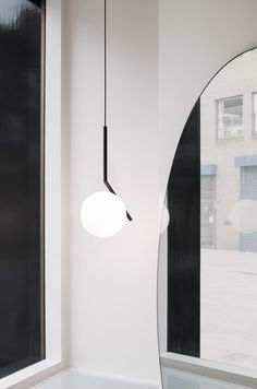 A best selling collection now in a black finish: IC Lights S Modern Pendant Lamp by Michael Anastassiades at the official FLOS USA web store. Modern Pendant Light, Pendant Lighting, Pendant Lamps, Chrome Ceiling Rose, Ceiling Lamp, Ceiling Lights, Glass Diffuser, Diffused Light, Messing