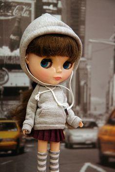 Blythe with hoodie & iPhone by Valeri-DBF, via Flickr