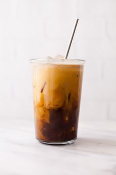 Learn how to make cold brew coffee at home without needing any special equipment. You can brew your first batch right now! Cold Brew Coffee Recipe, Cold Brew Iced Coffee, Making Cold Brew Coffee, Easy Coffee, How To Make Coffee, Coffee Drinks, Coffee Barista, Coffee Ideas, Starbucks Coffee