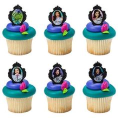 He encontrado este interesante anuncio de Etsy en https://www.etsy.com/es/listing/246291998/24-descendants-cake-cupcake-pops-plastic