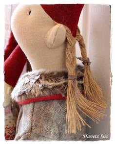Havets Sus: Nye Maileg nisser 2014 Christmas Sewing, Christmas Projects, Christmas Diy, Swedish Christmas, Scandinavian Christmas, Maileg Bunny, Doll Crafts, Fabric Art, Softies