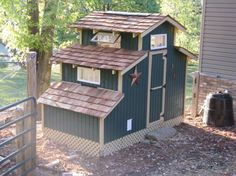 Google Image Result for http://www.tinyhousedesign.com/wp-content/uploads/2009/02/chicken-coop-1-450x337.jpg