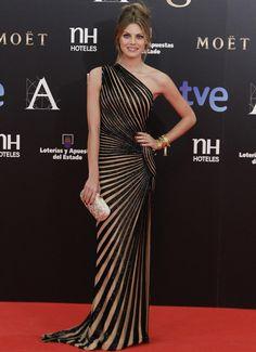 Amaia Salamanca  at Goya Awards 2013. vestido asimétrico bicolor de Zuhair Murad, que llevó con bolso de Oscar de la Renta y zapatos de Louboutin.