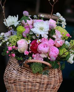 時には バスケットに春の花をたっぷりと   #花のある暮らし #花贈り #花教室 #花レッスン #吉祥寺の花教室 #お花好きと繋がりたい #flowerpic #still_life_gallery #プティクールエーム #petitecourm #私の花の写真 #lifewithxA3 #instagram #instagramjapan #Instagrmmer #tokyocameraclub
