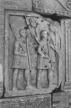 The other type of armoured infantry is depicted on the Adamklissi metopes is distinguished by the use of curved scuta and weighted pila.