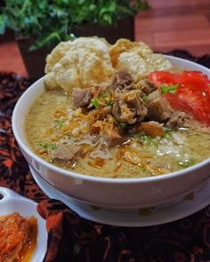 Pin by Rini Irawan on Indonesian Food and Drink Asian Noodle Recipes, Asian Recipes, Beef Recipes, Soup Recipes, Cooking Recipes, Ethnic Recipes, Soto Betawi, Malaysian Cuisine, Indonesian Cuisine