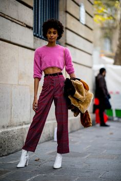 The Best Street Style Looks From Paris Fashion Week Spring 2019 - Fashionista Street Style 2018, Street Style Edgy, Spring Street Style, Cool Street Fashion, Street Style Looks, Female Street Fashion, Fashion Week Paris, Winter Fashion, Fashion Spring