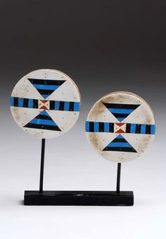 South Africa | Ear plugs from the Zulu people | Wood, plastic | Est. 120 / 180 € ~ (Nov '13) African Design, African Art, African Patterns, African Accessories, Kwazulu Natal, Lino Prints, Ear Plugs, African Beauty, Traditional Design
