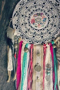 Traumfänger & Mobiles - Traumfänger Hippie Boho Ethno Tribal Federn Gipsy - ein Designerstück von Amiyasart bei DaWanda